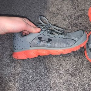 Under armour sneakers size 7 gray and orange
